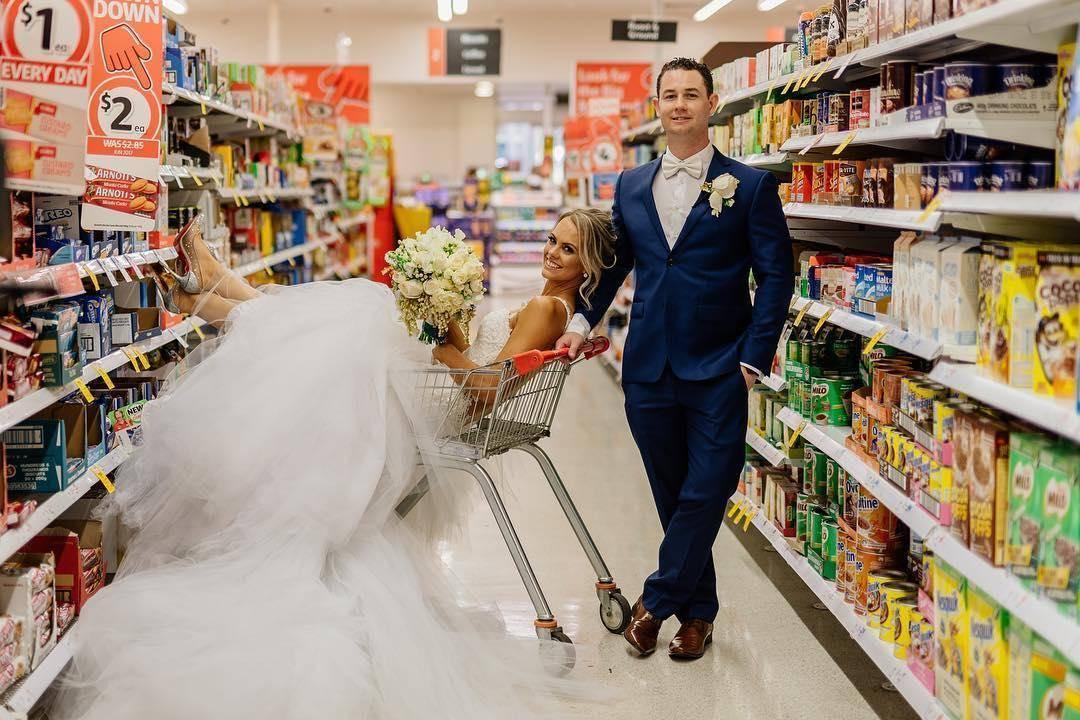 Couple Has Wedding Photoshoot In Supermarket Where They Met
