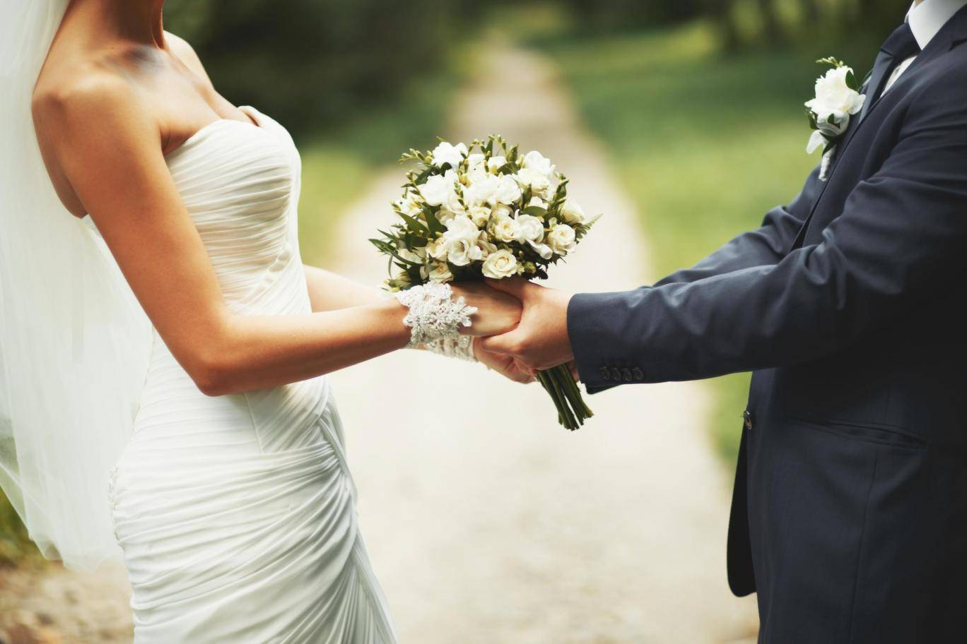 Newlyweds more likely to gain weight, scientists find